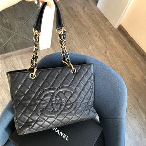 CHANEL GST BLKC Caviar Quilted Grand Shopping Tote